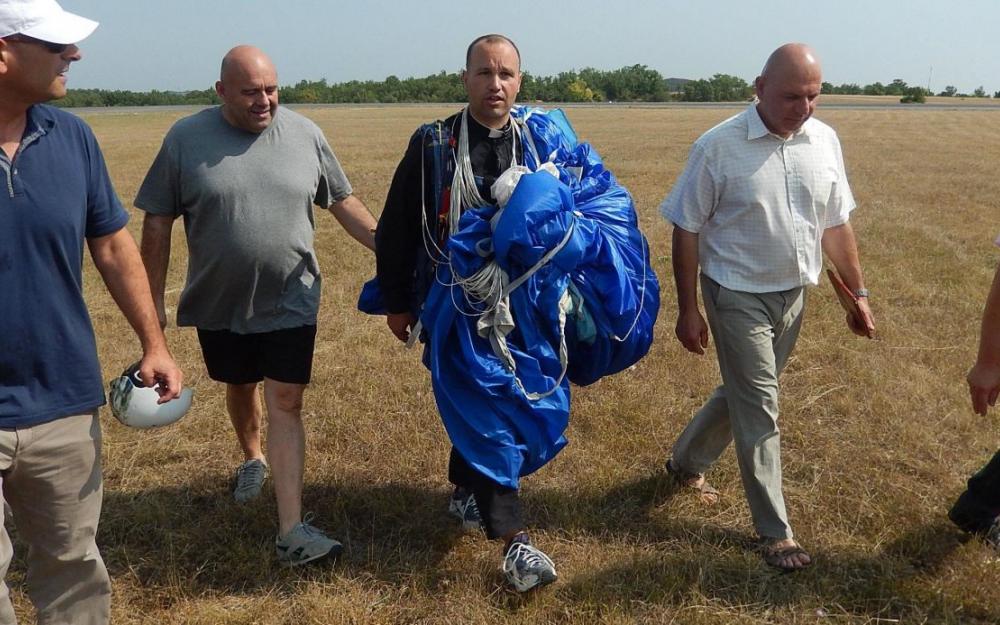 Saut en parachute de l'abbé
